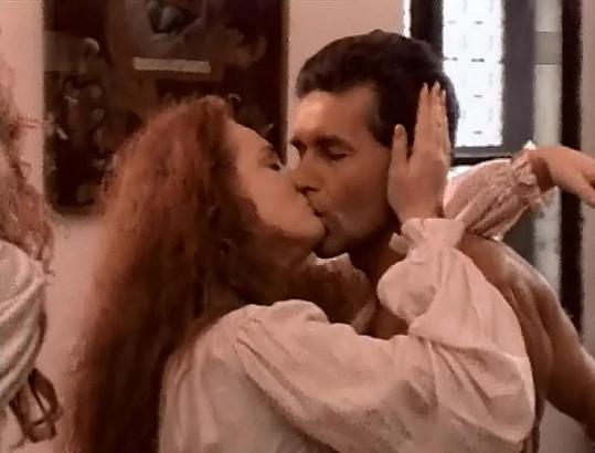 Markéta se do druhého pána hned vášnivě zakousne...