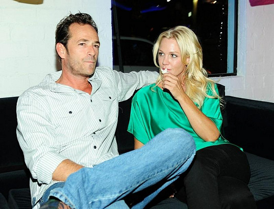Jennie s kolegou ze seriálu Beverly Hills 902 10 Lukem Perrym.