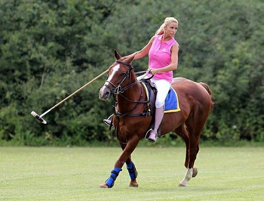 Katie jezdí na koni od útlého mládí.