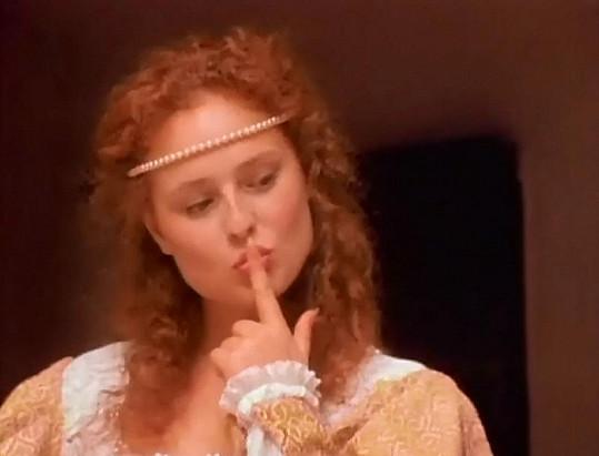 Smyslné gesto do erotického filmu patří.
