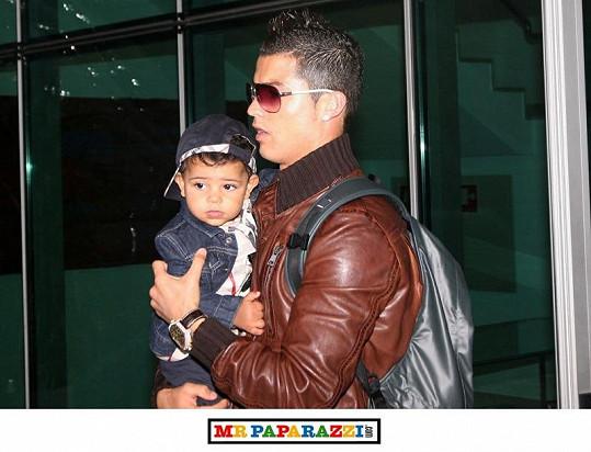 Malý Cristiano bude nejspíš fešák po tatínkovi.