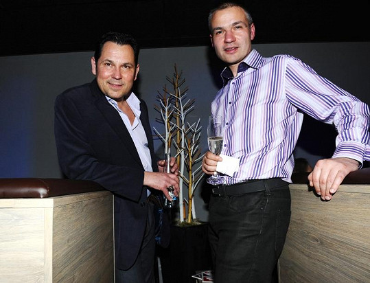 Skvěle se bavili i Pavel Vítek a Janis Sidovský.