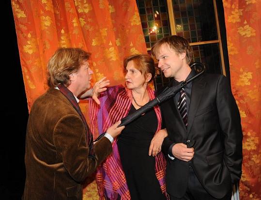Eva Holubová s Marošem Kramárem a Kryštofem Hádkem.