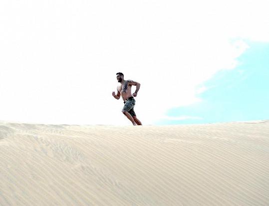 Běh v dunách na Gran Canarii.