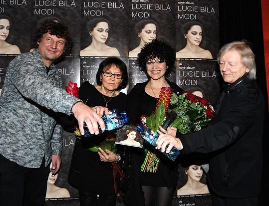 Za kmotry desky šli Marta Kubišová, Václav Neckář a Petr Malásek.