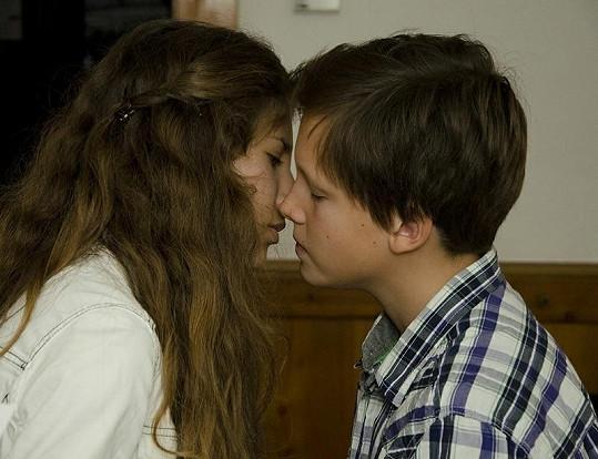 Sandra Sandeva a Jáchym Kraus se ve svých rolích začínají sbližovat.