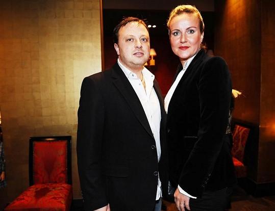 Vendula Auš Svobodová s manželem Patrikem na křtu fotografické knihy Richarda Müllera