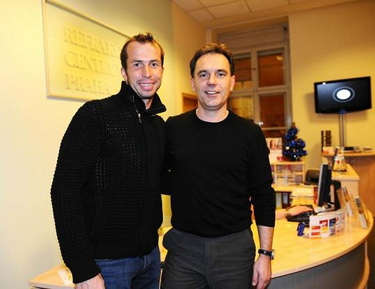 Mezi klienty lékaře Decastelo (vpravo) patří i tenista Radek Štěpánek.