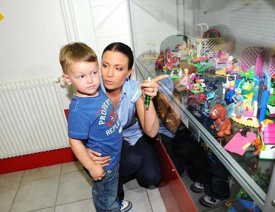 Gábina Partyšová se synem Kristiánem nem v muzeu Lega.