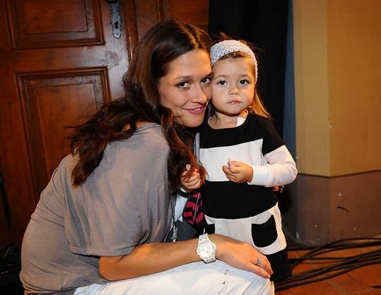 Petra Faltýnová s dcerkou.