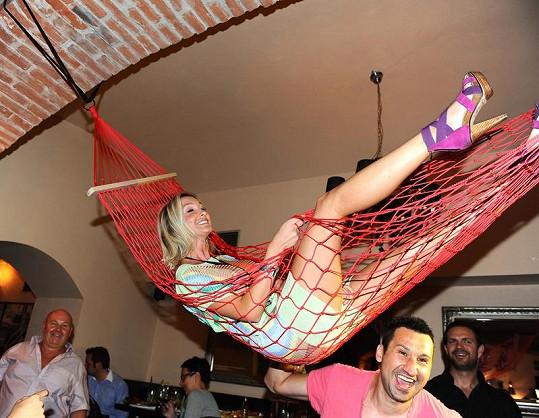 Dominika Mesarošová si užívala v houpací síti.