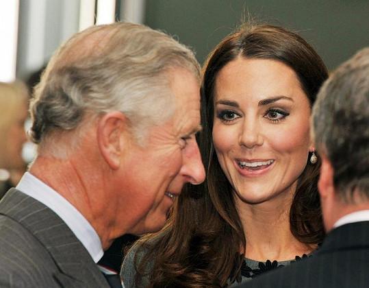 Kate s tchánem Charlesem, který za dárek zaplatí.
