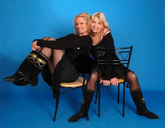 Hana Buštíková (vlevo) a Dana Vlková tvoří duo Kamélie a vypadají obě úžasně.