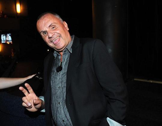 Jožo Ráž chce seknout se zpěvem.