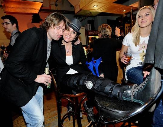 Martina s přítelem Danem v baru divadla Broadway.
