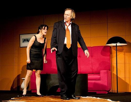 A zde společně s Karlem Rodenem v divadelním představení O lásce.