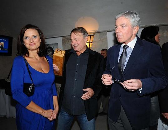 Jana a Jiří Adamcovi s plastickým chirurgem Janem Měšťákem.