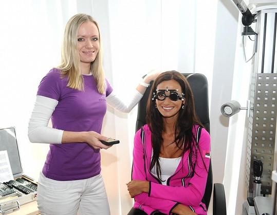 Eliška s oční lékařkou.