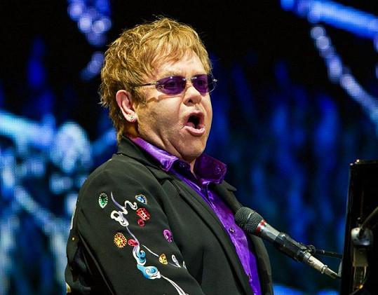 Elton John přišel o kamaráda a baskytaristu v jednom.