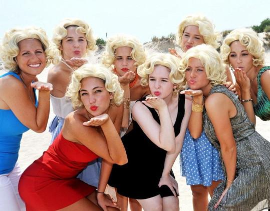 Ženami stylizovanými do Marilyn Monroe se to i v New Yorku o víkendu hemžilo.