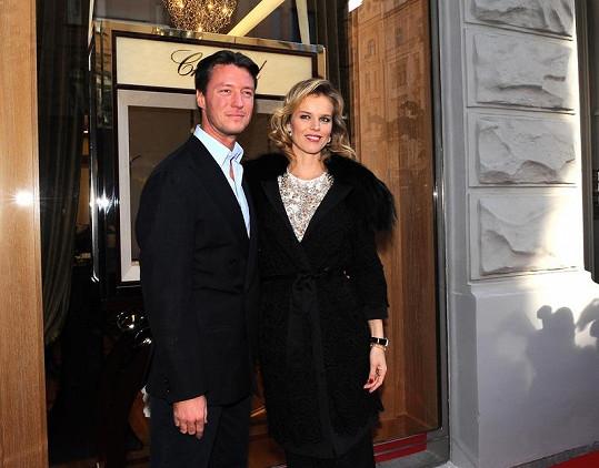 Modelka žije s italským milionářem Georgio Marsiajem.