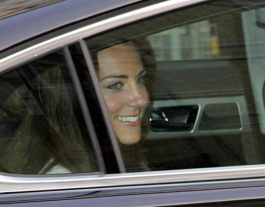 Kate Middletonová rozdává úsměvy takřka neustále.