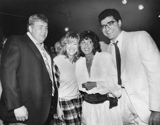 Catherine s hereckými kolegy z televizního seriálu Second City Reunion.