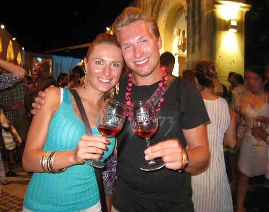 Romana si na Maltě užívala s bráchou.