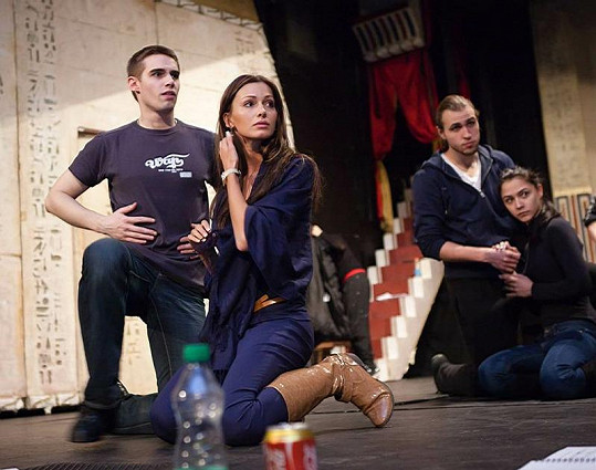 Eliška Bučková na zkoušce rockové opery Hamlet.