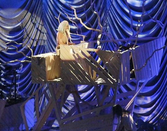 Na představení Lady Gaga opět nechyběly skvělé kulisy.