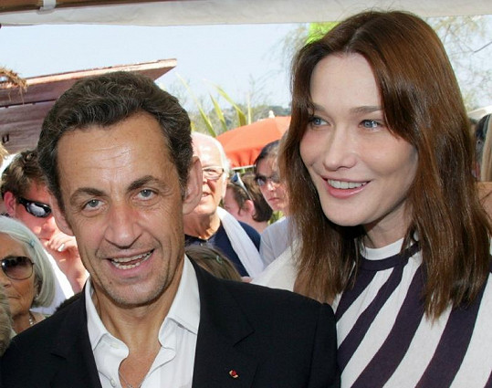 Francouzský první pár Nicolas Sarkozy a Carla Bruni.