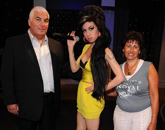 Mitch a Janis Winehousovi u voskové figuríny Amy v muzeu Madame Tussauds v Londýně.