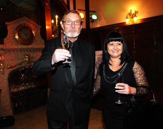 Ladislav Frej je s partnerkou šťastný.