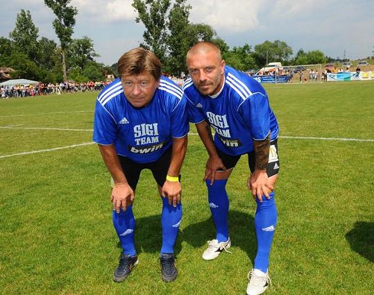 Tomáš Řepka s otcem Petrem Vokáčem si spolu poprvé zahráli fotbal