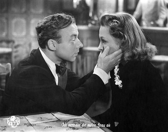 Kvůli německému filmu Svěřuji ti svou ženu (1942) Adině Mandlové po válce nemohli přijít na jméno. Na snímku s Heinzem Rühmannem.