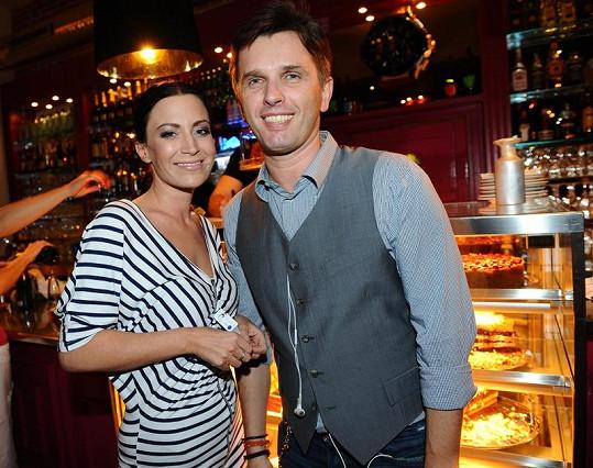 Gábina Partyšová a majitel Café Café Richard Hrádek.