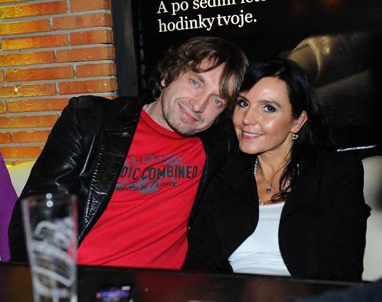 Martina nyní prožívá nový vztah se zpěvákem Danem Dobiášem.