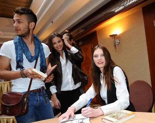Frontu na podpis si vystáli i Jan Bendig a Monika Bagárová.