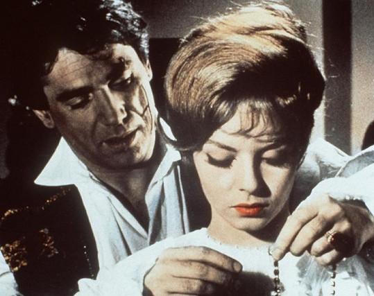 Robert Hossein a Michèle Mercier.