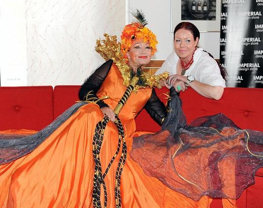 Zpěvačka s kostýmní výtvarnicí Evženií Rážovou.