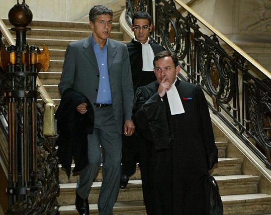 Samy Naceri (vlevo) se svými advokáty.
