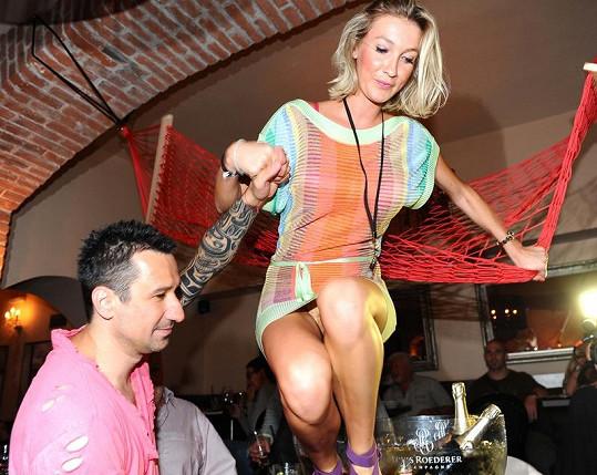 Dominika Mesarošová ukázala kalhotky.