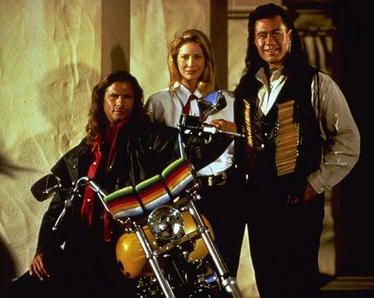 Reno Raines se svými parťáky ze seriálu Odpadlík: Cheyenne Phillips (Kathleen Kinmont) a Bobbym Sixkillerem (Branscombe Richmond).