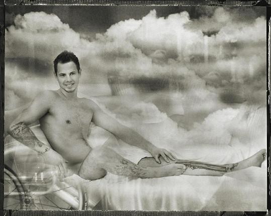 Robert Vano vytvořil černobílé fotografie mužů a žen ochrnutých po poškození míchy.