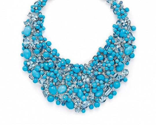 Robustní platinový šperk s akvamaríny (tyrkysová barva je tolik typická pro značku Tiffany) a diamanty z unikátní kolekce Blue Book pro rok 2015 má hodnotu neskutečných pěti miliónů a dvě stě osmdesáti osmi tisíc korun.