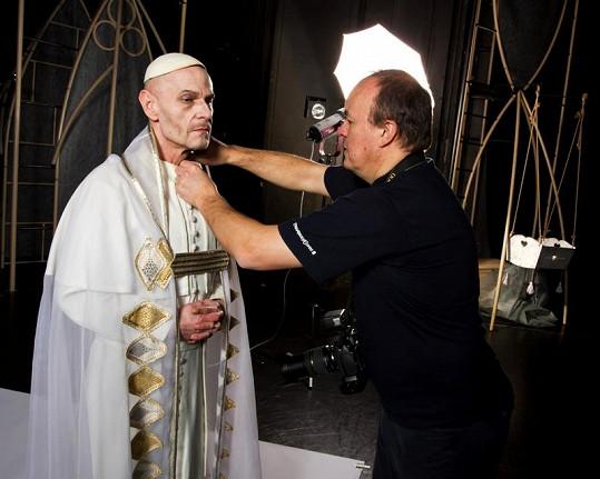 Roli papeže alternuje s Županičem Vladimír Marek.