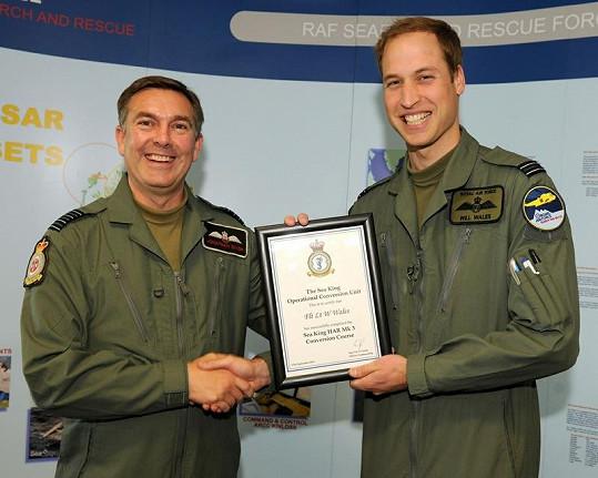 Princ William je pilotem Královského letectva RAF.