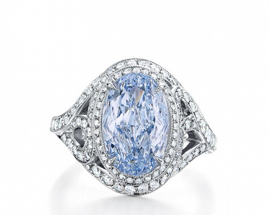 Zejména pak prsten z kolekce Blue Book pro rok 2015 je světový unikát, tento platinový šperk totiž zdobí dokonale modrý a čistý diamant, jehož cena byla vyčíslena na osmdesát jedna miliónů devět set šedesát osm tisíc korun.