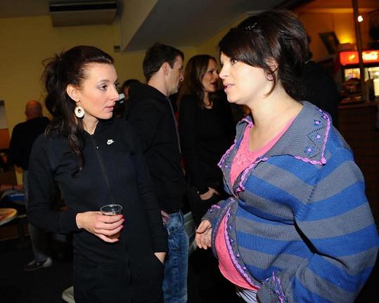 Dasha by se do těhotné Betky Stankové vešla třikrát.