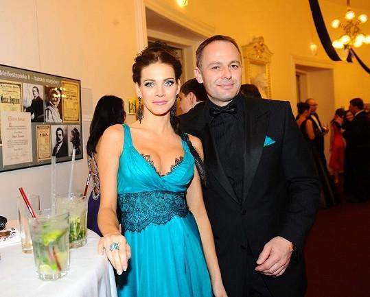 Andrea Verešová s manželem Danielem Volopichem na Plese v Opeře